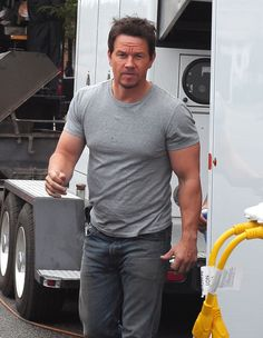 "Mark Wahlberg left the set of ""Transformers 4"" to grab some lunch in Chicago, Ill., on Aug. 28, 2013"