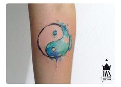 Cool, unique and small Yin Yang Tattoos with meaning and names for couples, best friends or sisters. The Best Yin Yang tattoos with suns, moons and dragons. Pretty Tattoos, Love Tattoos, Beautiful Tattoos, Body Art Tattoos, New Tattoos, Tattoos For Guys, Tattoo Art, Yin Yang Tattoos, Tattoo Designs