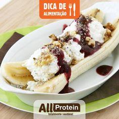 BANANA SPLIT SAUDÁVEL!  Essa é uma versão fit, saudável e nutritiva que você pode comer sem peso na consciência. É uma ótima opção para o café da manhã ou lanche da tarde antes do seu treino. Essa receita rende 4 porções com 255 calorias, 6 g de gordura , 44g de carboidratos, 17g de proteína. Veja como é facil:  Ingredientes:  4 bananas de tamanho médio...