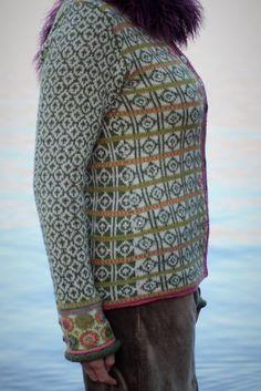 Hippiekofte   Garnpakker med strikkeoppskrifter fra Sidsel J. Høivik Hippie Man, Fair Isle Pattern, Crochet Fashion, Knitting Patterns, Knitting Ideas, Knit Crochet, Men Sweater, Sweaters, Beauty