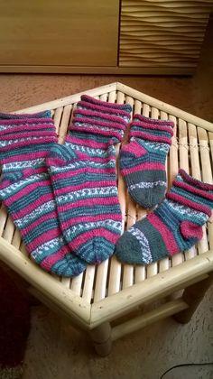 Eigene Arbeiten:  Gestrickte Socken mit Rollrand für Mama und Selma
