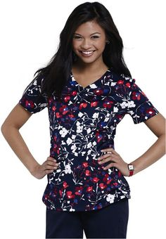 Landau Sweet Liberty v-neck print scrub top. #scrubs #uniforms #nurse