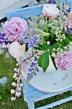 flowers.quenalbertini2: Flower arrangement | Vibeke Design