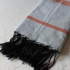 Fouta - Réf  F006 Utilisée comme paréo, serviette de plage, comme nappe ou jeté de canapé  Référence  F006