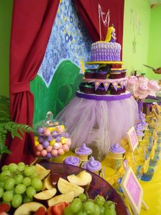 Love the Tangled cake skirt - <3 Rapunzel Sunburst Disney Style