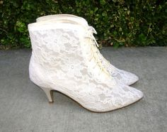 Vintage Victorian White Lace Ankle Boots Size 8 by JLVintage