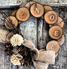 Rustic and natural Christmas decorations - Noel und Wooden Christmas Decorations, Rustic Christmas, Christmas Home, Christmas Wreaths, Christmas Ornaments, Autumn Wreaths, Christmas Vacation, Wedding Decorations, Decor Crafts