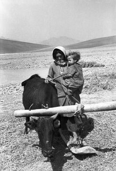 Henri Cartier-Bresson, Village d'Akore, Iran, 1950. © Henri Cartier-Bresson/Magnum Photos.