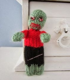 The Little Zombie – Free Halloween Knitting Pattern by justjen-knitsandstitches! The Little Zombie measures only tall and is knitted in yarn. Free Pattern More Patterns Like This! Halloween Knitting Patterns, Knitting Patterns Free, Free Knitting, Knitting Projects, Free Pattern, Crochet Patterns, Crochet Ideas, Yarn Projects, Doll Patterns
