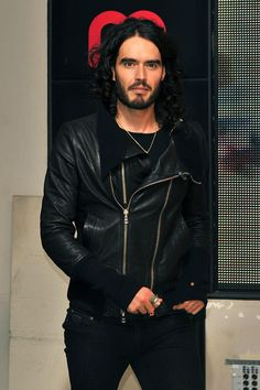 Google Image Result for http://www.india-server.com/news-images/russell-brand-seeks-retreat-for-17554.jpeg