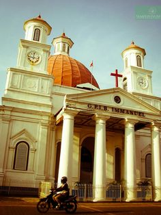 Semarang, Indonesia Unity In Diversity, Dutch East Indies, Ancient Buildings, Dutch Colonial, Colonial Architecture, Christian Church, Semarang, Iglesias, Place Of Worship