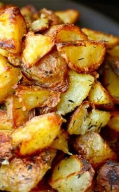 More potatoes! The Food Lab Thanksgiving Special: Ultra-Crispy Roast Potatoes Potato Dishes, Food Dishes, Main Dishes, Side Dishes, Perfect Roast Potatoes, Crispy Roast Potatoes, Baked Potatoes, Crispy Breakfast Potatoes, Vegetarian Recipes