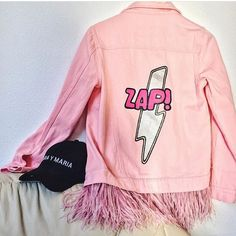 """❗️лучшая цена❗️30,900 руб. DARIA Y MARIA Denim jacket """"PINK ZAP"""" of pink color. Hand painted in Pop Art style, decorated with detachable ostrich feathers high quality of baby-pink color and rhinestones.  The feathers can be taken off which simplifies caring of the products.  100 % cotton. Oversized S, M, L Price 475€ For more information ➡️WhatsApp +34678274159 Press room in Moscow and Madrid: e-mail info@dariamaria.com www.dariaymaria.com #dariaymaria #dariamaria #fashionweek #streetstyle…"""