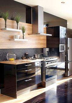 Trucs déco: la magie du noir | Les idées de ma maison © TVA Publications | Photo: Yves Lefebvre #deco #cuisine #noir #bois #tablette