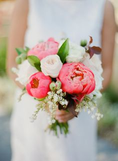 Floral Design: Zinnia Floral Designs - Natalie & Chris | Summer Wedding at Sandalford Winery captured by Jemma Keech - via Snippet & Ink