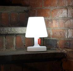 Merk: Fatboy Model: Edison The Petit tafellamp Uitvoering: Met 3 standen schakelaar/ met oplaadbare accu/ met LED verlichting Prijs: € 54,-  ◦Website: http://www.hetdesignentrepot.nl  ◦Bel+316 22999488 ◦Mail: info@hetdesignentrepot.nl