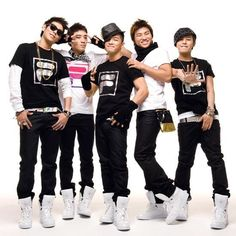 Big Bang!! My FAV! <3 the guy in the far right..GD!