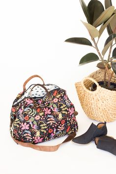 Weekender Bag - Sewing Tutorial    www.deliacreates.com Tote Pattern, Bag d8551d3c35