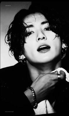 Bts Jungkook And V, Jeon Jungkook Hot, Bts Aegyo, Kim Taehyung Funny, Hoseok Bts, Foto Jungkook, Bts Taehyung, Indie Pop Music, V Video
