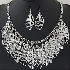 Set Kalung & Anting Hollow Out Leaf Pendant Decorated Short Chain Design Leaf Necklace, Necklace Set, Women's Earrings, Gold Necklace, Women's Jewelry Sets, Leaf Jewelry, Bridal Jewelry, Leaf Pendant, Fashion Necklace