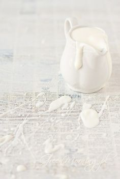 blanc   white   bianco   白   belyj   gwyn   color   texture   form    homemade yogurt