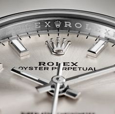 The crystal of every Rolex Oyster Perpetual is fashioned from scratch-resistant sapphire, ensuring clear visibility at all times.