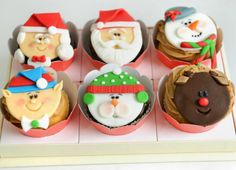 cupcakes decorados de papai noel, rena, mamãe noel, boneco de neve e ajudantes do papai noel. Para servir no natal ou presentear.