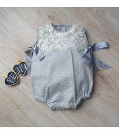 PELELE BAUTIZO PUNTILLA ROSETÓN Baby Girl Dresses, Baby Boy Outfits, Baby Dress, Kids Outfits, Baby Girl Fashion, Kids Fashion, Fashion Outfits, Vestidos Vintage, Sweet Dress