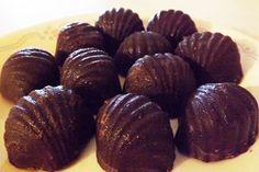 No Bake Dark Chocolates with Toasted Almonds & Coconut Flakes Coconut Recipes, Raw Food Recipes, Healthy Recipes, Toasted Almonds, Toasted Coconut, Coconut Flakes, Coconut Oil, Homemade Butter, Warm Food