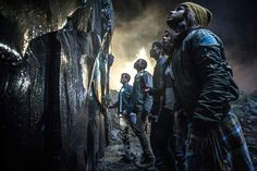 Power Rangers Becky G, Dacre Montgomery, Naomi Scott, Ludi Lin and RJ Cyler Image 1 Power Rangers 2017, Power Rangers Film, Power Rangers Reboot, First Power Rangers, Power Rangers Pictures, Rj Cyler, Movie Trailers 2017, Trailer Oficial, Motion Poster