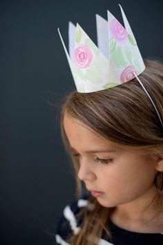 DIY Watercolor Floral Crown for kids party! Diy Party Hats, Diy Crown, Paper Crowns, Ideias Diy, Childrens Party, Floral Crown, Custom Cards, Floral Watercolor, Birthday Parties
