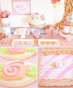 Baby Shower floral en tonos rosas : Romántico y femenino, este Baby Shower de diseño floral es perfecto para dar la bienvenida a una niña. Por sus colores, una combinación de varios tonos ros