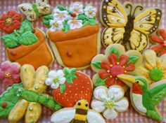 Cottage Garden ~ Old-Fashioned Rolled Sugar Cookies with Vanilla Royal Icing by Robin Traversy {The Cookie Faerie}