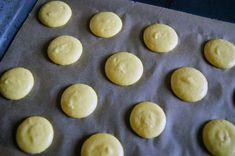 Guide til macarons Macarons, Hamburger, Bread, Food, Decor, Decorating, Meal, Brot, Eten