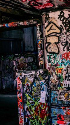 Graffiti Photography, Grunge Photography, City Aesthetic, Aesthetic Grunge, Photo Wall Collage, Picture Wall, Graffiti Wallpaper Iphone, Art Anime, Street Art Graffiti