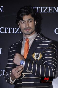 Vidyut Jamwal Unveils Citizen Watches Promaster Series Citizen Watches, Awesome Beards, Handsome Actors, Celebs, Celebrities, Beard Styles, Stylish Men, Men Fashion, Bollywood