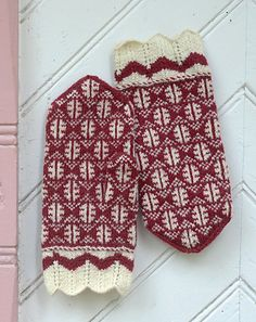 Tetriniemen kintaat pattern by Anna-Karoliina Tetri Knitted Mittens Pattern, Knit Mittens, Knitted Gloves, Knitting Socks, Hand Knitting, Knitting Patterns, Norwegian Knitting, Knit Art, Fingerless Mitts