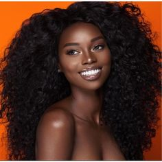 5 soins capillaires à faire avant votre shampoing The pre-poo or pre-shampoo care that should be rin Beautiful Dark Skinned Women, Beautiful Black Girl, Gorgeous Makeup, Beautiful Gorgeous, Dark Skin Makeup, Dark Skin Beauty, Natural Makeup, Glowy Skin, Natural Beauty