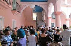 Situado justo detrás de la Catedral de la Habana, en la elegante casona del Obispo Peñalver, este pequeño museo y galería está dedicado a la memoria de Wilfredo Lam, gran pintor surrealista que en su momento fué conocido como el Picasso cubano.