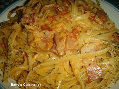 Betty's Cuisine: Λιγκουίνι με μπέικον, ντομάτα και κρέμα γάλακτος!