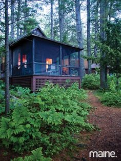 outdoor wood dig this screened porch.i need to start packing in case i need to move into one o Lake Cottage, Cottage Living, Cozy Cottage, Cottage Homes, Country Living, Tiny Cabins, Lake Cabins, Cabins And Cottages, Rustic Cabins