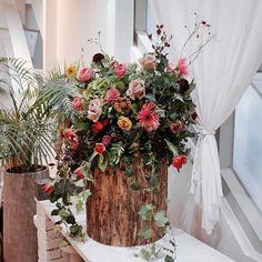 Sunah S. Kim (@sun.hwarii) on Instagram Kim Sun, Christmas Wreaths, Holiday Decor, Instagram, Home Decor, Christmas Swags, Room Decor, Home Interior Design, Christmas Garlands
