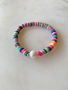 Our Waikiki Bracelet is perfect for a day at the beach. Measures approximately Wear alone or pair with our Katie bracelet. Arrives in a jewelry box ready for gifting. Homemade Bracelets, Diy Bracelets Easy, Bracelet Crafts, Beaded Jewelry, Handmade Jewelry, Beaded Necklace, Beaded Bracelets, Jewelry Box, Paracord Bracelets