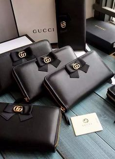 Gucci Bow Signature Zip Around Wallet in black leather. Find more Gucci wallets at http://www.luxtime.su/wallet/gucci-wallet