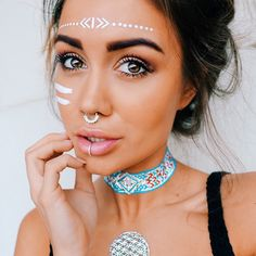 26 Coachella Makeup That Can Be Trendy What is Coachella? It is a music festival, and it is quite massive. Nowadays it attracts even such celebs as Kendrick Lamar and Lady Gaga. It is the place to have fun, see people and let other people Festival Looks, Rave Festival, Festival Wear, Festival Outfits, Festival Fashion, Boho Festival Makeup, Tribal Makeup, Boho Makeup, Rave Makeup