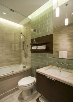 small bathroom designs   Las rallas horizontales crearan efecto de amplitud en el baño.