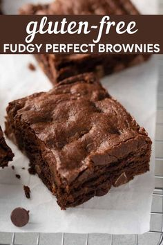 The best gluten-free brownie recipe from scratch! These brownies are soft, chewy and perfectly chocolatey. Plus they're easy-to-make! Best Gluten Free Brownies Recipe, Best Gluten Free Recipes, Gluten Free Treats, Gluten Free Desserts, Gluten Free Banana, Gluten Free Chocolate, Vegetarian Chocolate, Chocolate Flavors, Brownie Toppings