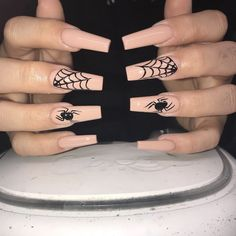 Spooky (but chic) nail designs to see you through Halloween - Daily Fashion Halloween Acrylic Nails, Cute Halloween Nails, Fall Acrylic Nails, Halloween Nail Designs, Halloween Couples, Halloween Inspo, Halloween Hair, Halloween Spider, Chic Nail Designs