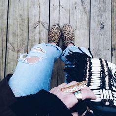☆ Leopard touch ☆  C'est parti pour une nouvelle journée ensoleillée, bon mercredi  . Go for a sunny day, I wish you a lovely Wednesday  . #fashion #fashionblog #fashionblogger #boho #bohemian #gypsy #ethnic #hippie #littlebohoblog #gypset #wanderlust #folk #wanderfolk #style #styleblogger #outfit #ootd #jewelry #jewels #jewel #ring #gold #denim #leopard #fringes #turquoise #blue #black #streetstyle #lookbook