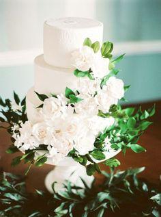 Torta nuziale con decorazioni floreali: per un matrimonio very chic! Image: 0